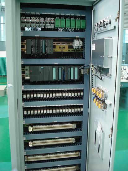plc的基本结构    plc实质是一种专用于工业控制的计算机,其硬件结构